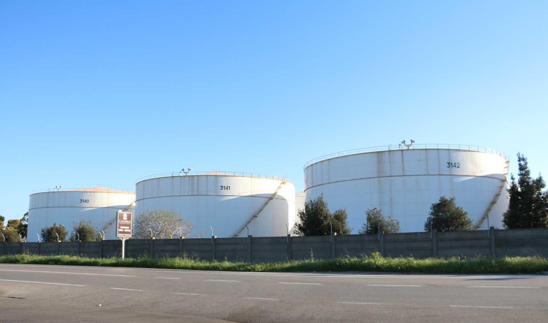 Parco serbatoi raffineria Eni Taranto