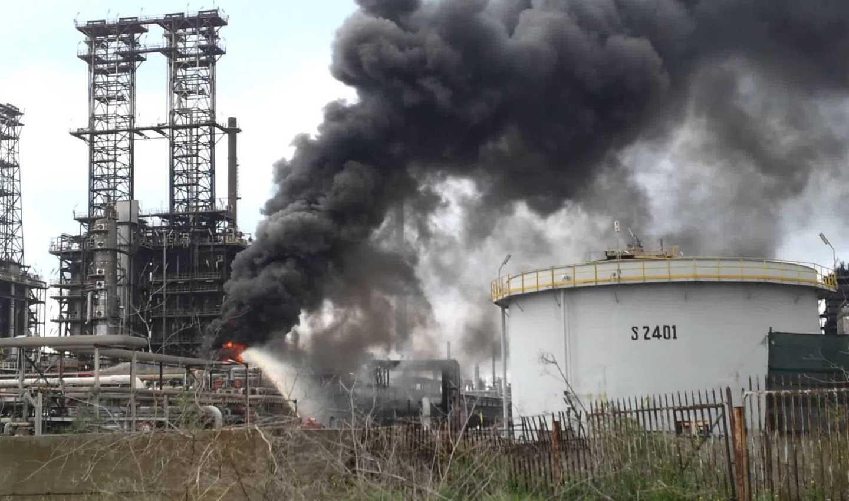 Incendio alla Raffineria di Gela (Gazzetta del Sud)