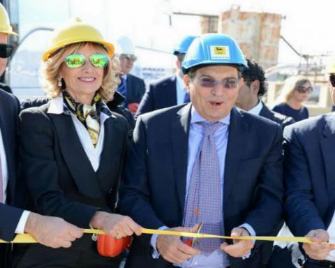 Rosario Crocetta alI'inaugurazione cantieri bonifica Isaf Gela