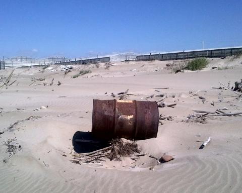 Disastro ambientale Gela: la spiaggia di contrada Bulala è tra le più colpite dalle attività industriali