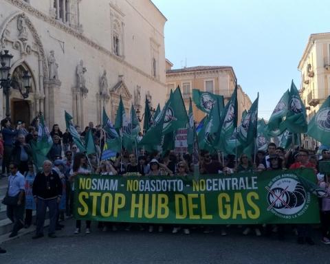 Manifestazione No hub del gas e No Snam di Sulmona