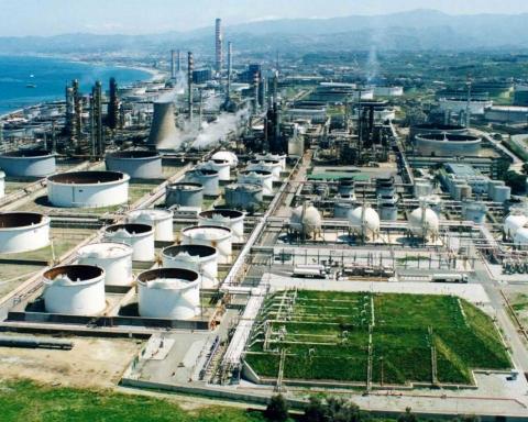 La Raffineria di Milazzo, nella Valle del Mela