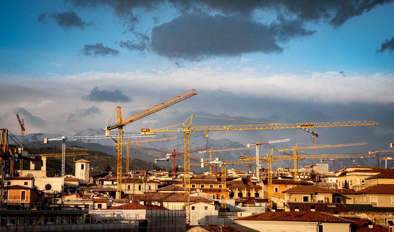 L'Aquila e le gru, post-sisma