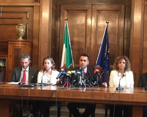 Luigi Di Maio e i ministri in visita a Taranto