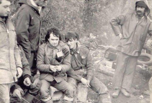 I volontari di Mantova si scaldano al fuoco (Sant'Angelo dei Lombardi, 1980)